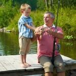 Pêcheur avec son petit fils en bord de Semois.